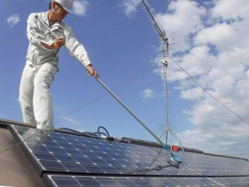 太陽光パネルの清掃
